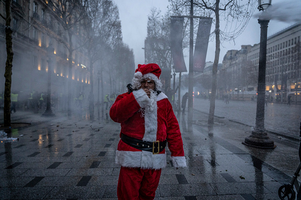 Santa Claus「'Yellow Vests' Return Despite Macron's Concessions」:写真・画像(8)[壁紙.com]