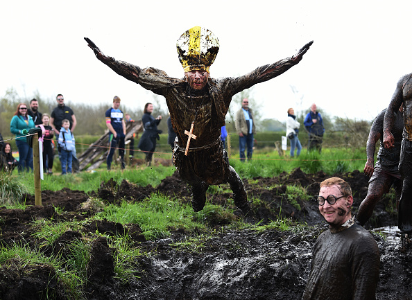 Lap Pool「Competitors Take Part In The 2017 Mud Madness Event」:写真・画像(17)[壁紙.com]