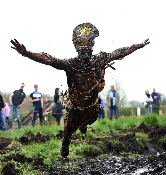 Lap Pool「Competitors Take Part In The 2017 Mud Madness Event」:写真・画像(18)[壁紙.com]