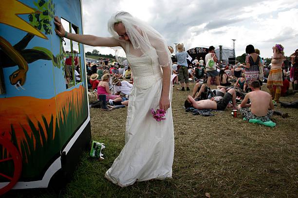 Exhausted Bride Glastonbury:ニュース(壁紙.com)