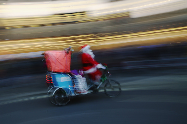 Tricycle「Christmas Shoppers Hunt For Gifts On The High Street」:写真・画像(1)[壁紙.com]