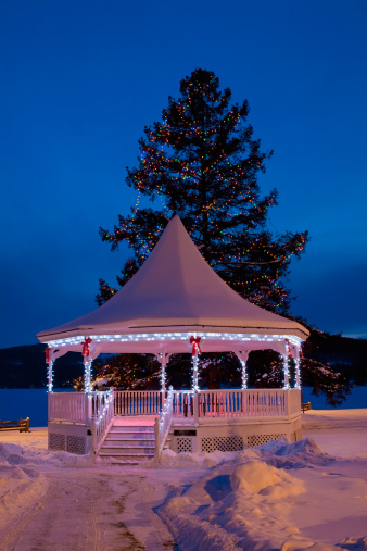 Bandstand「A Gazebo With Christmas Lights」:スマホ壁紙(17)