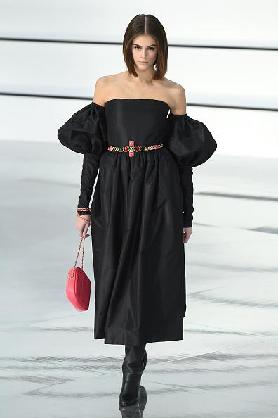 ランウェイ・ステージ「Chanel : Runway - Paris Fashion Week Womenswear Fall/Winter 2020/2021」:写真・画像(9)[壁紙.com]