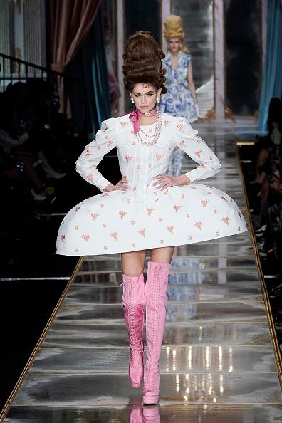 Pale Pink「Moschino - Runway - Milan Fashion Week Fall/Winter 2020-2021」:写真・画像(12)[壁紙.com]