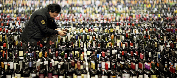 Choosing「Experts Judge The Annual International Wine Challenge Entries」:写真・画像(16)[壁紙.com]