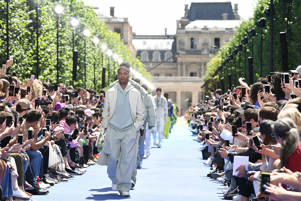 Menswear「Louis Vuitton: Runway - Paris Fashion Week - Menswear Spring/Summer 2019」:写真・画像(1)[壁紙.com]