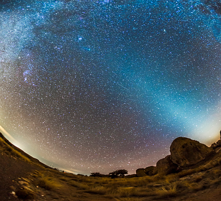 star sky「Comet Lovejoy and zodiacal light in City of Rocks State Park, New Mexico.」:スマホ壁紙(9)