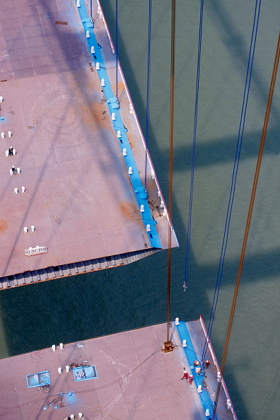 Coathanger「Suspension Hangers and unconnected deck section. Deck Section Lift. Jiang Yin suspension Bridge across the Yangtse River, China. Cleveland Bridge Contractor.」:写真・画像(7)[壁紙.com]