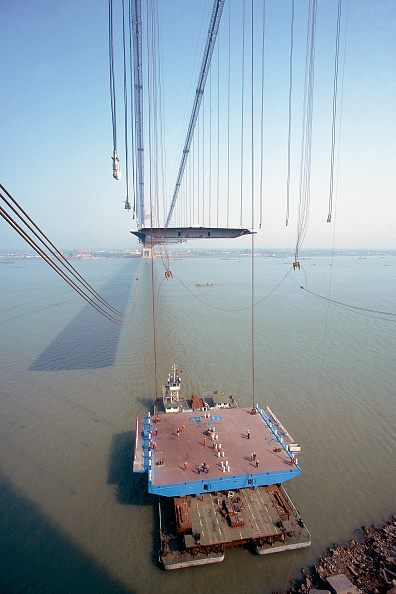 Coathanger「Suspension hangers and unconnected deck section. Deck Section Lift. Jiang Yin suspension Bridge across the Yangtse River, China. Contractor is Cleveland Bridge.」:写真・画像(2)[壁紙.com]