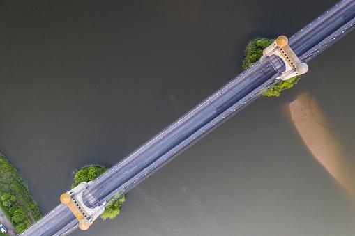 Suspension Bridge「Suspension bridge over the river Loire at Luynes, France.」:スマホ壁紙(14)