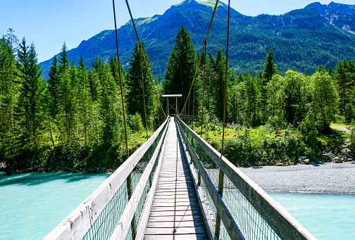 Austria「Suspension Bridge near Forchach, Lechtaler Alps, Tyrol, Austria」:スマホ壁紙(11)
