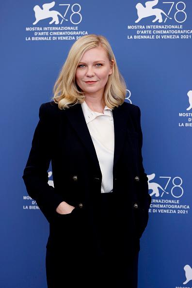 """Three Quarter Length「""""The Power Of The Dog"""" Photocall - The 78th Venice International Film Festival」:写真・画像(17)[壁紙.com]"""