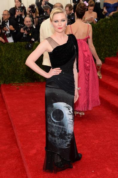 """Kirsten Dunst「""""Charles James: Beyond Fashion"""" Costume Institute Gala - Arrivals」:写真・画像(2)[壁紙.com]"""