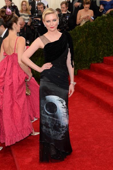 """Kirsten Dunst「""""Charles James: Beyond Fashion"""" Costume Institute Gala - Arrivals」:写真・画像(17)[壁紙.com]"""