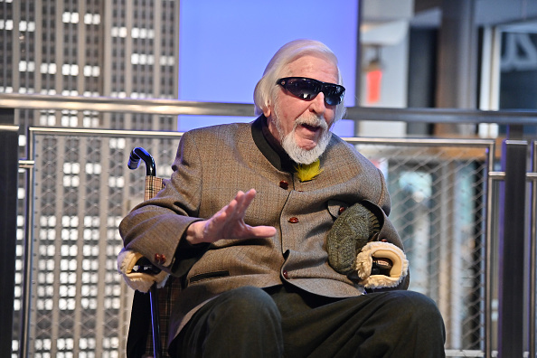 Sesame「Sesame Street's Big Bird And Puppeteer Caroll Spinney Light The Empire State Building...」:写真・画像(13)[壁紙.com]