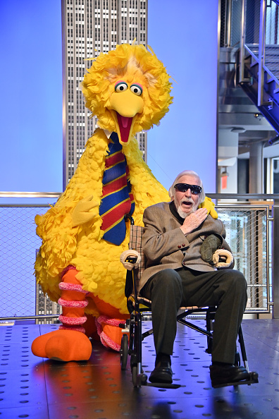 Sesame「Sesame Street's Big Bird And Puppeteer Caroll Spinney Light The Empire State Building...」:写真・画像(18)[壁紙.com]