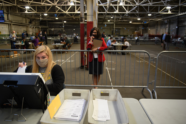 Pennsylvania「Allegheny County Election Officials Continue Counting Ballots」:写真・画像(4)[壁紙.com]