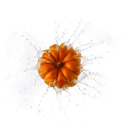 Splashing「Pumpkin Splashing Into Water」:スマホ壁紙(6)