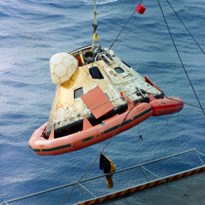 Landing - Touching Down「December 27, 1968 - The Apollo 8 capsule is seen being hoisted aboard the recovery carrier, USS Yorktown after its successful splashdown. 」:スマホ壁紙(0)