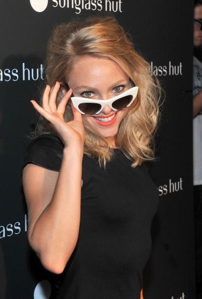 AnnaSophia Robb「Sunglass Hut Times Square Opening Hosted by Georgia May Jagger」:写真・画像(16)[壁紙.com]