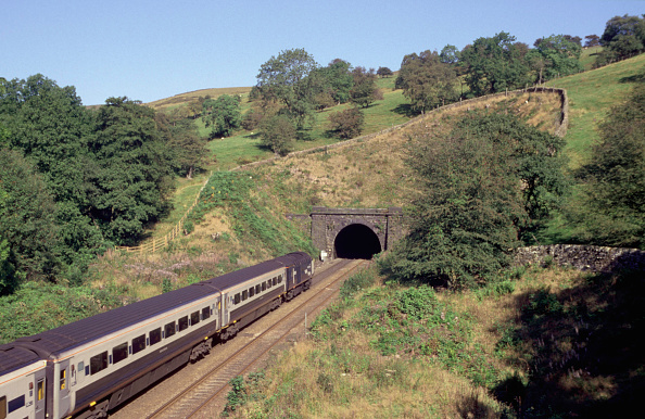 Entering「A Midland Mainline Rio service is seen about to enter a tunnel on the Hope Valley line in the Peak District national park shortly after passing through Chinley Station. This train started its journey at Manchester Piccadilly and will terminate at London」:写真・画像(8)[壁紙.com]
