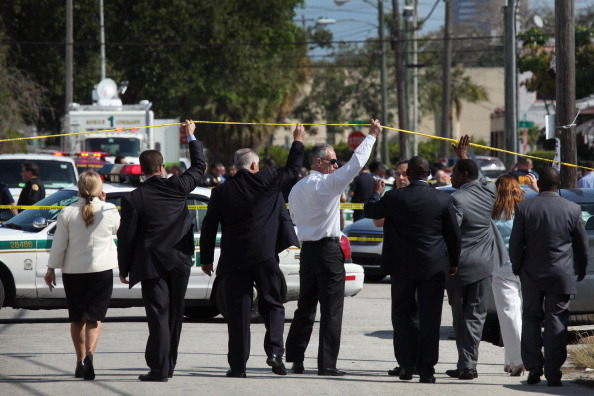 Carlos Alvarez「Two Police Officers Shot In Miami」:写真・画像(2)[壁紙.com]