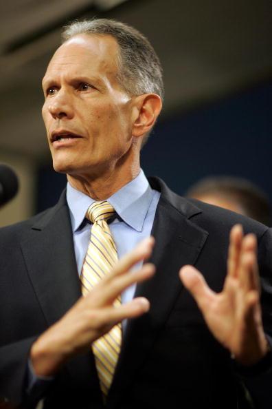 Carlos Alvarez「Federal Government To Take Control Of Miami-Dade Public Housing」:写真・画像(0)[壁紙.com]