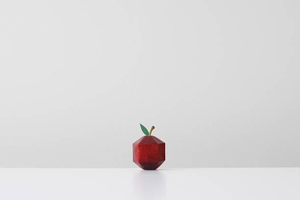Red apple crafted into geometric shape imitating paper origami:スマホ壁紙(壁紙.com)