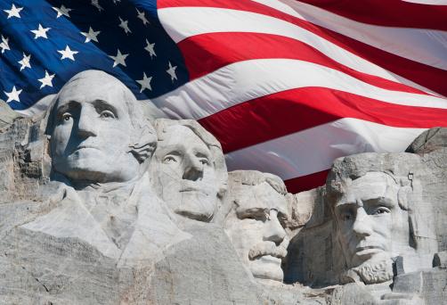 US President「USA, South Dakota, Mount Rushmore National Memorial and American flag」:スマホ壁紙(16)