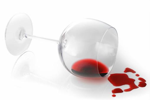 Pouring「Spilling red wine」:スマホ壁紙(11)