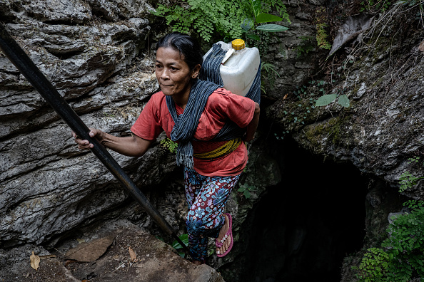 Village「Indonesian Villagers Surviving On Cave Water During Drought Season」:写真・画像(13)[壁紙.com]