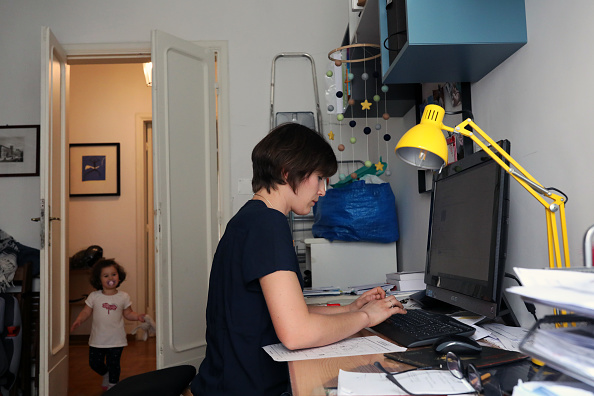 Internet「Italy's Working Parents Struggle With Childcare As Schools And Nurseries Remain Closed」:写真・画像(3)[壁紙.com]