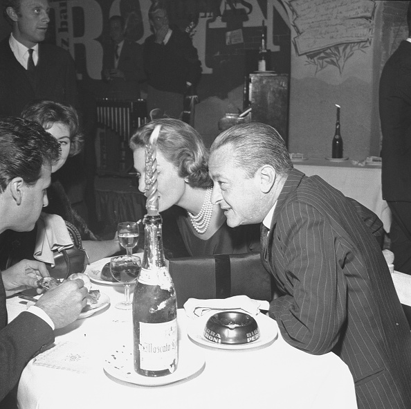 Drinking Glass「Gaea and Sandro Pallavicini at the restaurant 'Rugantino' during a dinner party, Rome 1958」:写真・画像(6)[壁紙.com]