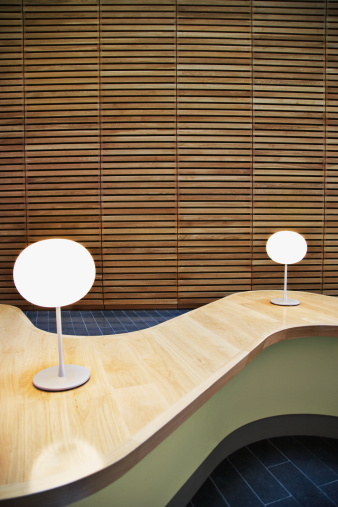 Fashion「Modern table in office lobby」:スマホ壁紙(1)
