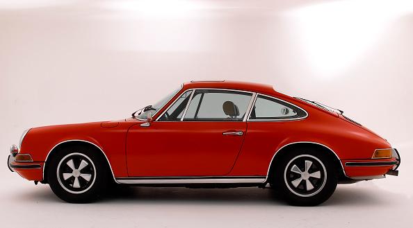 赤「1972 Porsche 911 T」:写真・画像(7)[壁紙.com]