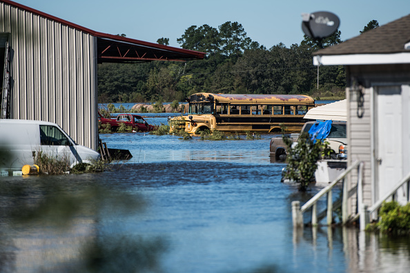 School Bus「Remnants Of Hurricane Matthew Cause Inland Flooding In Parts In North Carolina」:写真・画像(15)[壁紙.com]
