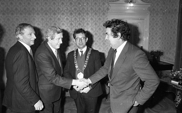 Politician「John Hume and Garret Fitzgerald at the Mansion House」:写真・画像(9)[壁紙.com]