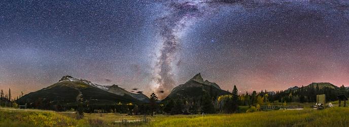 満ちていく月「Autumn Milky Way Red Rock Canyon, Canada.」:スマホ壁紙(17)