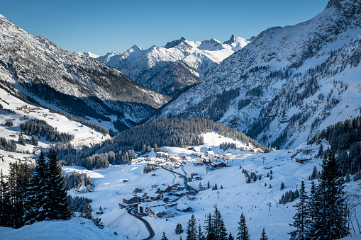 Ski Resort「Panorama of the Alps at winter」:スマホ壁紙(1)