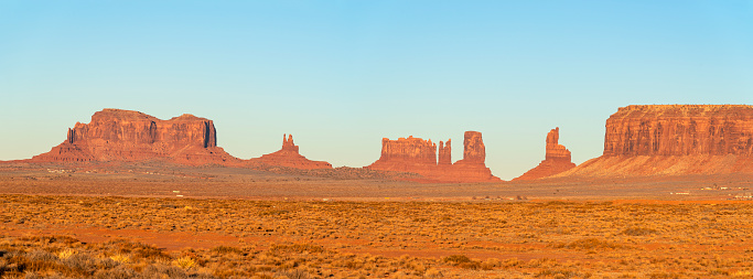 Monument Valley「Panorama of Monument Valley in Arizona, USA」:スマホ壁紙(15)