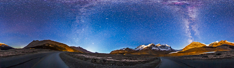 Awe「Panorama of the Columbia Icefields and Athabasca Glacier at moonrise.」:スマホ壁紙(6)
