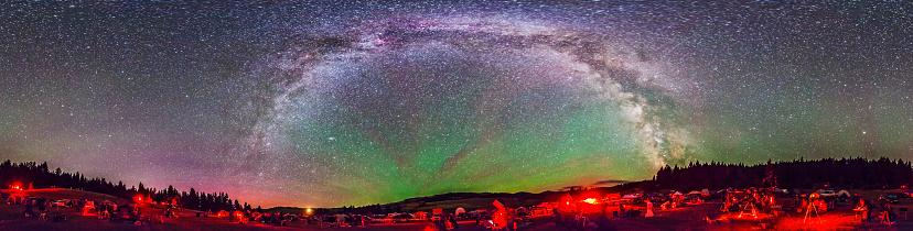 天の川「Panorama of Milky Way above the Table Mountain Star Party in Washington state.」:スマホ壁紙(12)