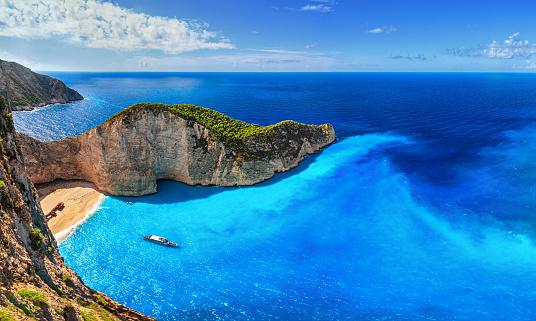 Mediterranean Sea「Panorama of Navagio Beach (Shipwreck Beach), Zakynthos island, Greece.」:スマホ壁紙(18)