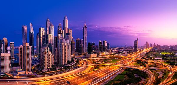 Elevated Road「Panorama of Dubai Marina Skyline at Sunrise(XXL)」:スマホ壁紙(2)