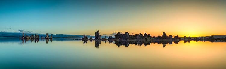 アメリカ合衆国「日の出モノ湖のパノラマ」:スマホ壁紙(3)