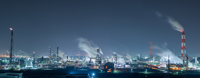 Responsible Business「Panorama of a large petrochemical factory at night」:スマホ壁紙(10)