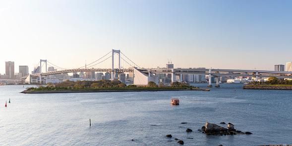 Minato Ward「Panorama of Rainbow Bridge and the neon lit skyscraper skyline cityscape Odaiba Tokyo Japan」:スマホ壁紙(7)