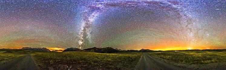星空「Panorama of the Milky Way and night sky at Waterton Lakes National Park, Canada.」:スマホ壁紙(17)