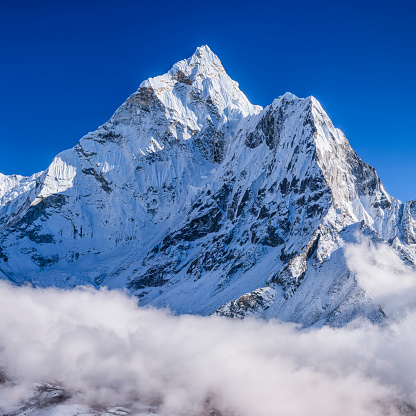 Remote Location「Panorama of beautiful Mount Ama Dablam in  Himalayas, Nepal」:スマホ壁紙(4)