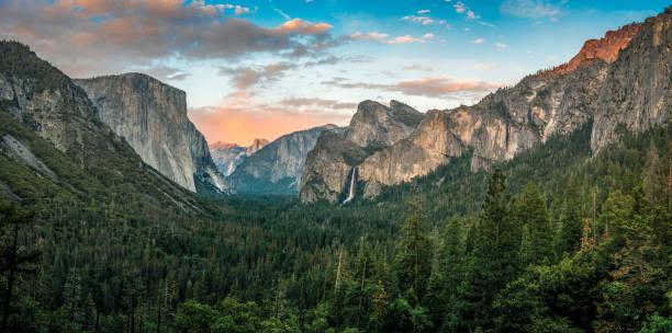 Panorama of Yosemite Valley at sunset:スマホ壁紙(壁紙.com)